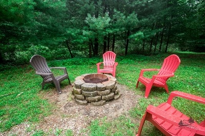 Fire pit with free firewood - Enjoy marshmallows over an open fire - firewood provided.