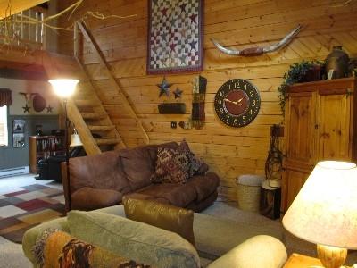 Elwood Living room