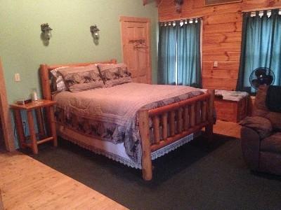 Master Bedroom - Eagles Lodge
