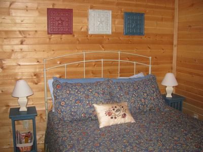 Big Pine master bedroom - A comfortable queen sized bed awaits your visit!