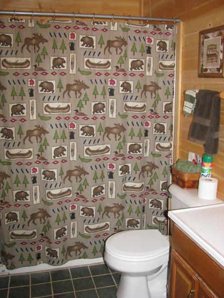 Twin Oak bathroom