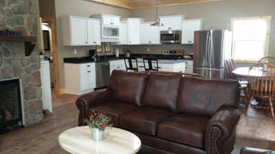 Scatter Ridge Retreat kitchin/dining/living room - Spacious and comfy--plus a gas fireplace and a dishwasher!
