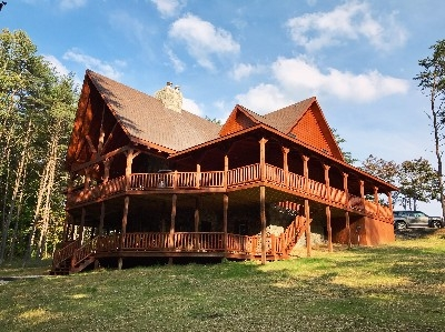 River Rock Lodge - 8 Bedrooms, 5.5 bathrooms, 4500 sq.ft. Sleeps 22 guests.