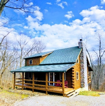 Bobcat Bluff Cabin - 8 Person Hocking Hills log cabin, pet friendly and centrally located to all the trails!