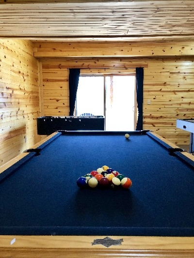Bobcat Bluff Cabin - Basement rec room with Pool table
