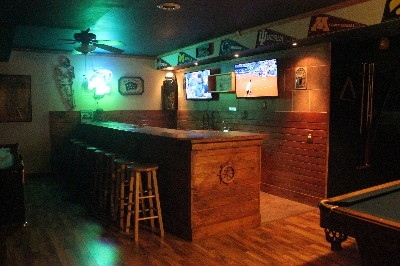 Wetbar 2nd Gameroom - Your very Own Sports bar w/ NFL Ticket and Big Ten Network plus all sports stations.There is also a 106 x 52  Big screen and a Pool Table TV All HDTV You can play 4 Different Games at Once WOW!
