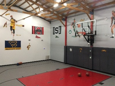 Basketball Room! - Under AC/Heat. Where else are you going to find entertainment and fun like This!