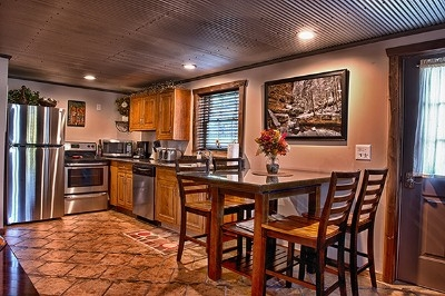 Kitchen/dining area - Stainless steel appliances, fully stocked kitchen, coffee provided for each day of your stay