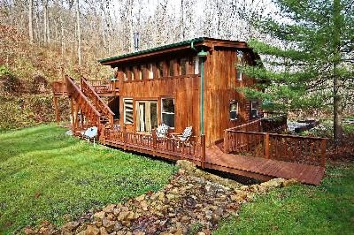 Bunk House - Separate bunk house includes extra living area, loft with 2 queen size beds, kitchen  3rd full bath