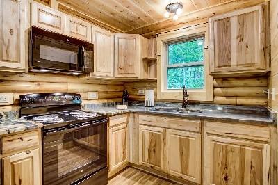 Photo 2032_4885.jpg - Treehouse kitchen full-stocked with granite countertops