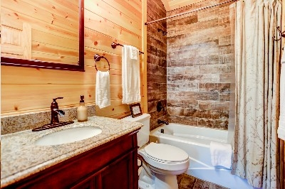 Photo 2032_4901.jpg - bathroom with tub