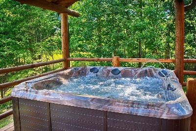 Treetop Hot Tub - Welcoming Hot Tub and Scenery