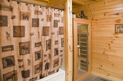 Hidden Gem Retreat - Bathroom with infrared sauna