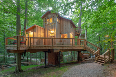 The White Oak Treehouse  - White Oak can accommodate up to 6 guests  Hocking Hills Treehouse Cabins