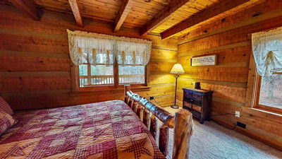 Lonesome Holler Private Bedroom 1 - Main floor private queen bedroom