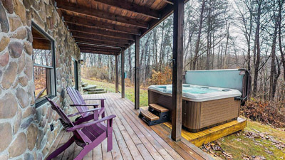 Honeysuckle Ridge Hot Tub - Hot Tub area