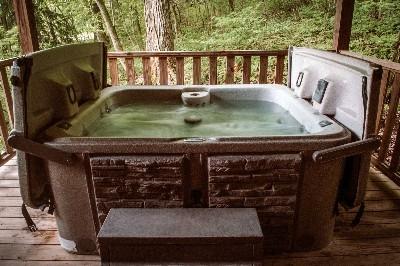 Photo 21_5074.jpg - Hot Tub for 2.