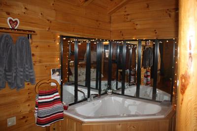 Cuddles Cabin - Jacuzzi tub