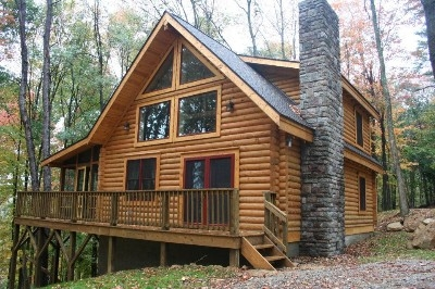 Oak Valley - Log cabin, located on a hill top.  Includes private bedroom and an open loft with an additional queen.
