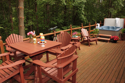 Dot Calm Deck - Comfortable outdoor seating, hot tub and plenty of nature