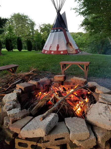 Tipi, firepit and swings - Kids love this place