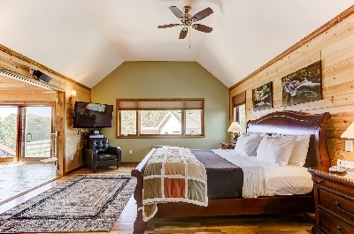 Spacious Observatory Bedroom - King Size Bed. See more at Cherryridgeretreat.com
