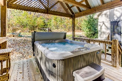 Large 4 person Hot Tub - See more at Cherryridgeretreat.com