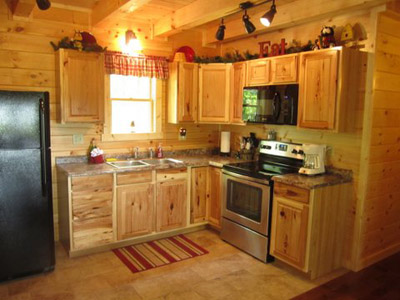 Cabin kitchen - Fully equipped kitchen with a Keurig coffee pot