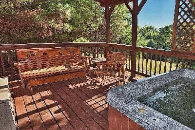 Wildflower. - Amish Deck Furniture and Hot Tub - drained and cleaned after each guest.
