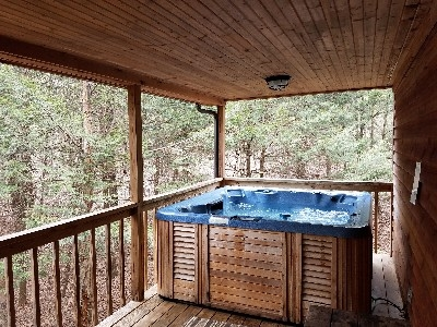 Hot tub - Awesome hot tub on covered porch