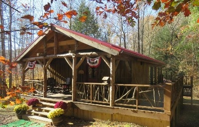Moore Hollow - 3 bedroom, 2 1/2 bath cabin with a combination of modern and rustic charm.  Beautifully situated in the hollow for easy hiking.