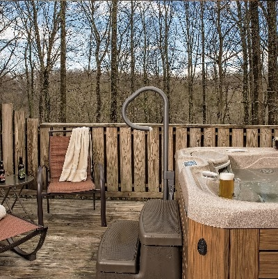 Muir Cottage - Hot tub on deck