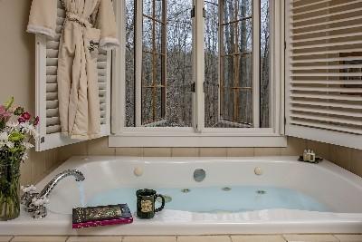 The MacGregor Room - The MacGregor Room tub