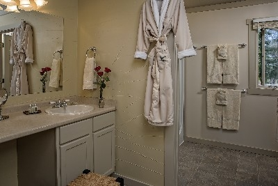 MacLeod Cottage bath - The MacLeod Cottage bath and dressing area.