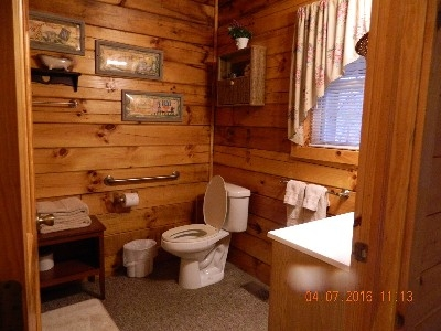 The Yesteryear - Bathroom.