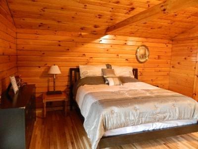 The Overlook - Queen size bed.